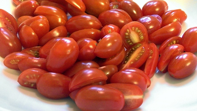 sliced grape tomatoes